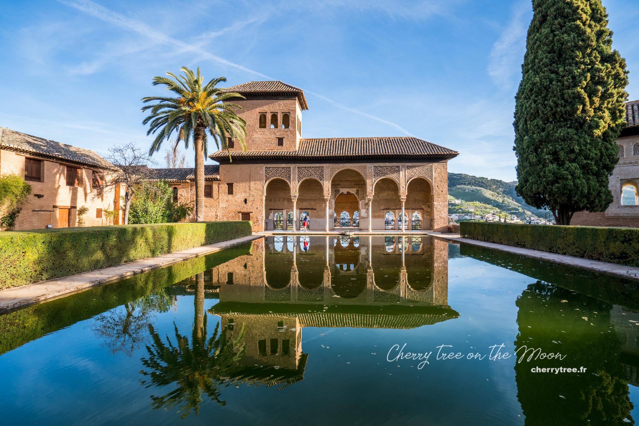 Hồ gương tuyệt đẹp và duyên dáng của Alhambra