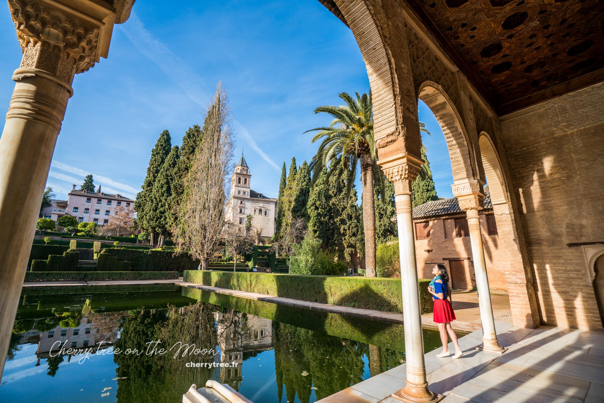 Kiến trúc Ả Rập và Tây Âu trên cùng một khung hình ở Granada