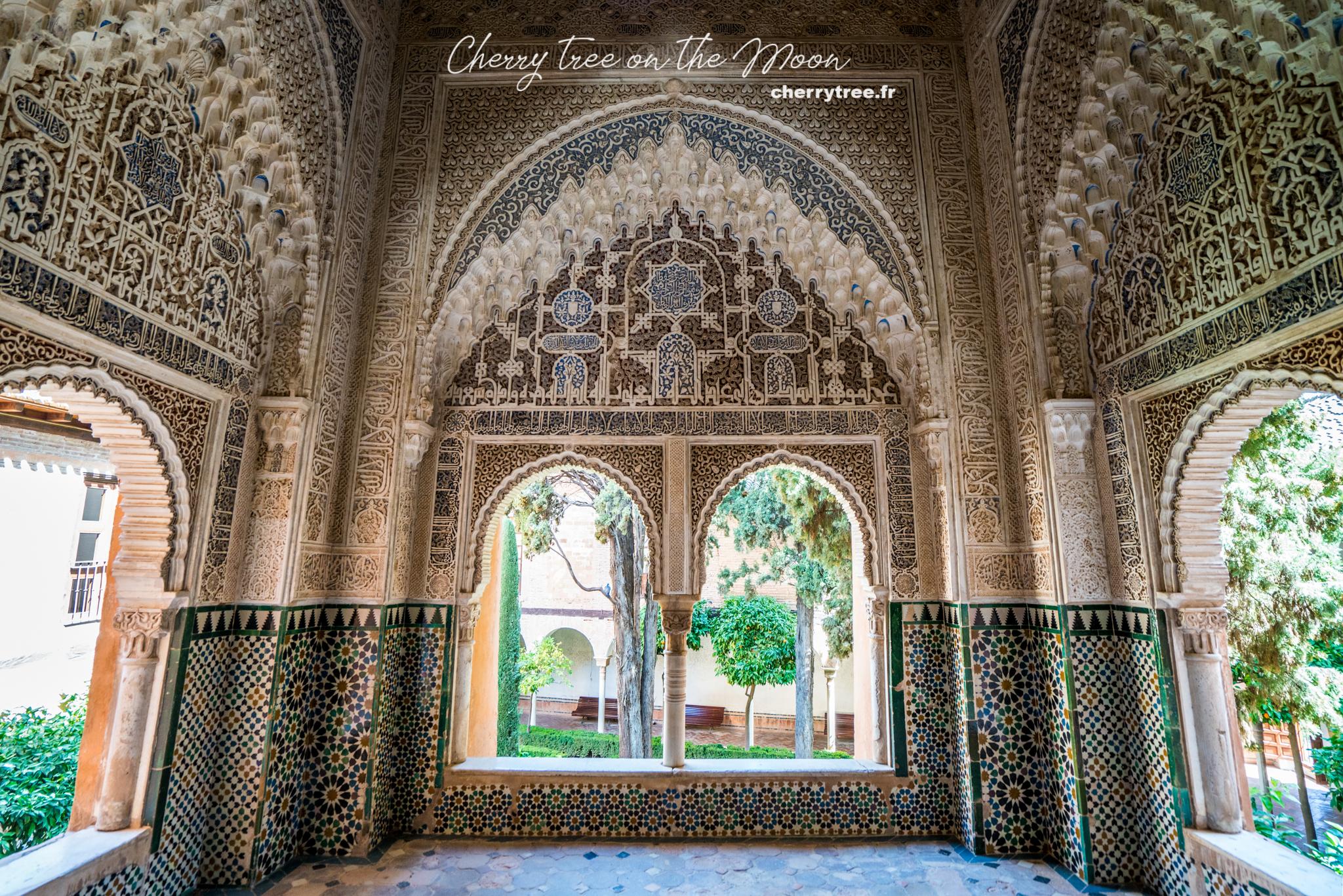 Những mosaic và họa tiết trạm trổ giống hệt ở Maroc nhưng còn nguyên vẹn hơn nhiều